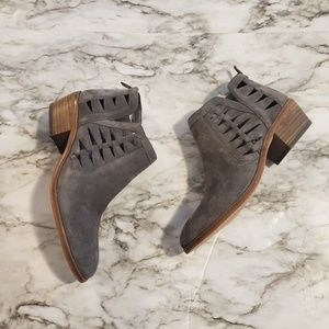 Vince Camuto peera ankle boots